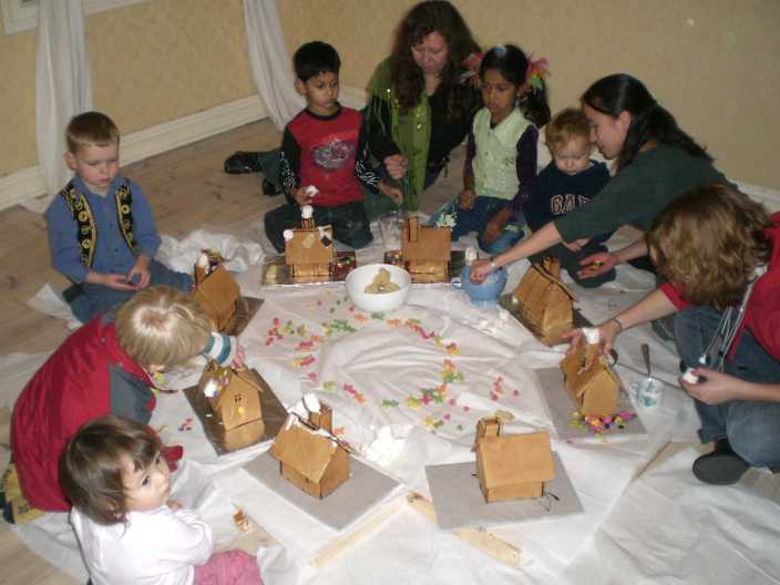 gingerbreadhousedecoratingparty